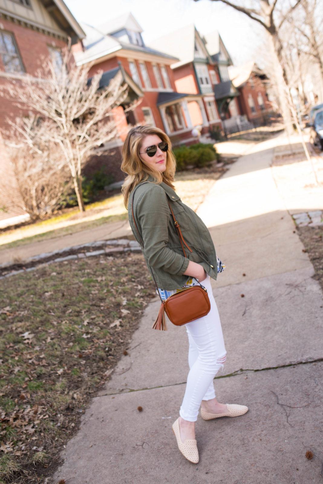 Graphic Cami & White Jeans-32